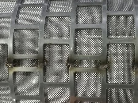 Spot welding seam of cylindrical wire mesh filter cartridge, both square hole perforated metal and the wire mesh are welded